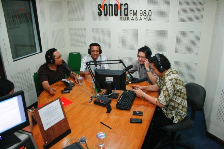 Siaran Radio Sonora FM Surabaya bersama IBMT University