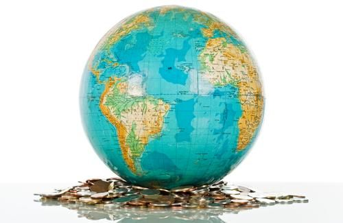 Gambar globe dengan tumpukan uang emas - gambar diambil dari Pinterest dot com