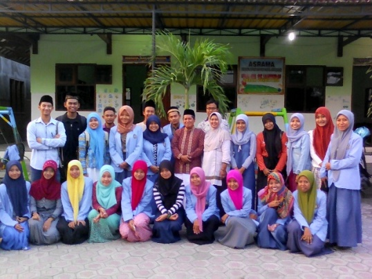 Kegiatan sosial mahasiswa UNHASY Tebuireng di Pantai Asuhan Al-Hasan Watugaluh Jombang.