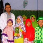 Kebersamaan Ustadz dan para santri di TPQ Al-Mujahiddin Guwo Latsari Mojowarno Jombang