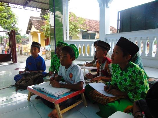 Kegiatan Belajar Santri Paket Marhalah TPQ Al-Mujahiddin Guwo Jombang