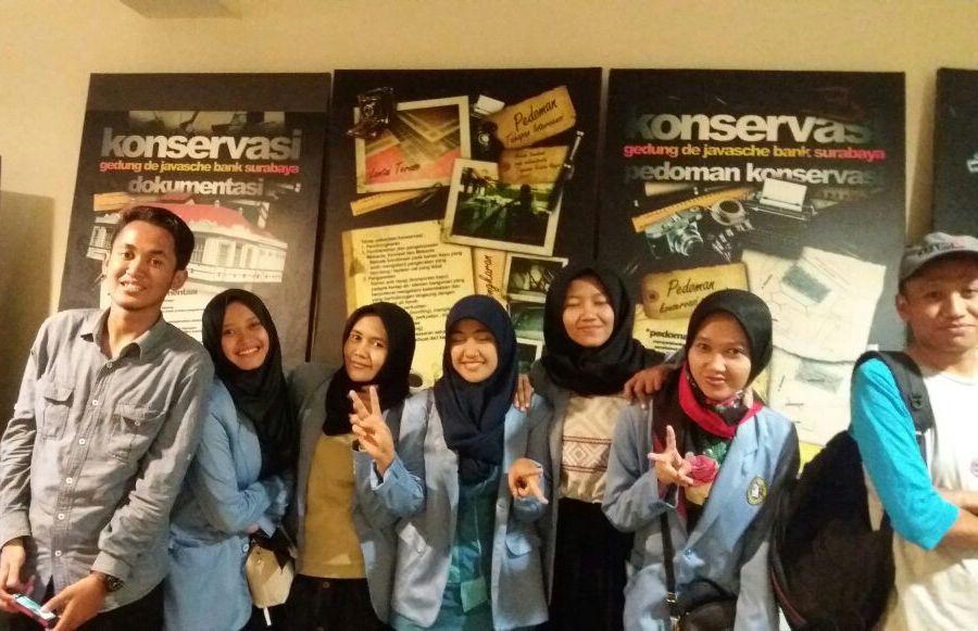 Jalan-jalan ke tempat wisata sejarah Museum Bank Indonesia di Surabaya Jawa Timur