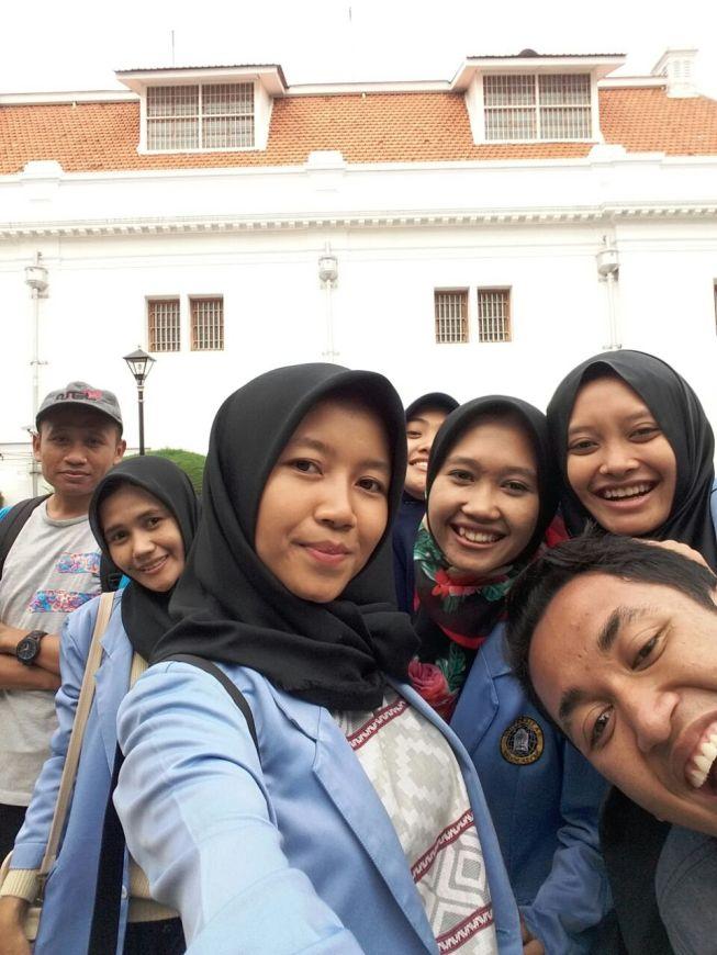 Selfie Rame-rame sambil traveling ke Museum Bank Indonesia di Surabaya