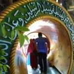 Seni Kaligrafi pada Pintu Masuk Obyek wisata unik Masjid Perut Bumi di Kota Tuban