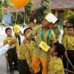 Permainan kerjasama siswa di awal tahun ajaran baru.