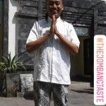 Traveling ke Jogja pakai celana batik & baju koko