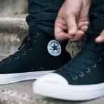 Desain sepatu Converse yang nyaman bisa dipakai di acara jalan-jalan santai.