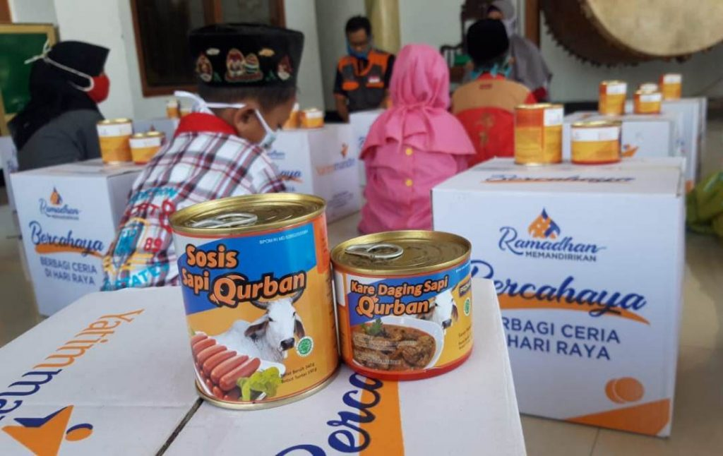 Program Super Gizi Qurban Laznas Yatim Mandiri menjadi produk sosis dan kare dalam kemasan kaleng.