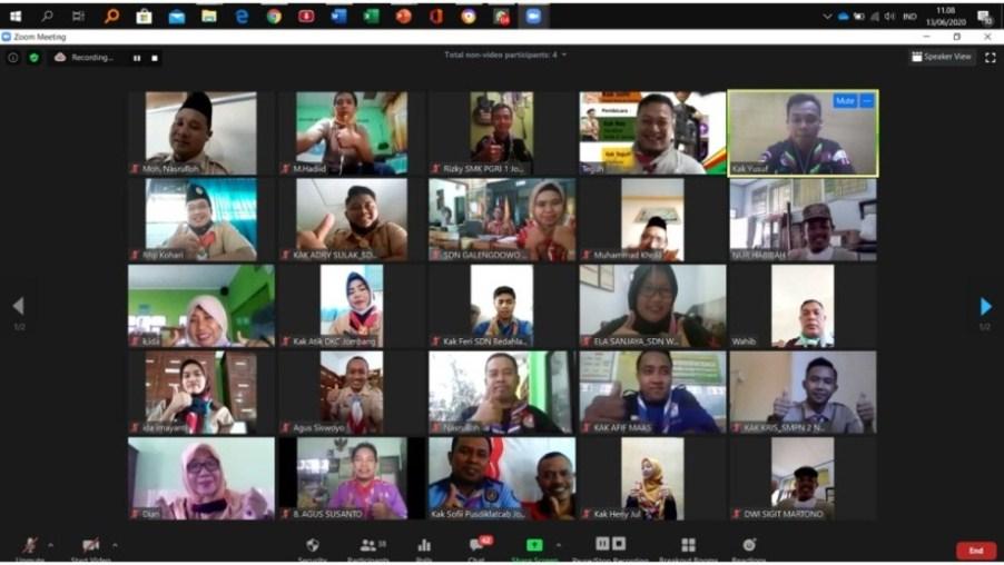 Telekonferensi pembina pramuka dan pelatih pramuka Kwarcab Jombang dengan aplikasi Zoom