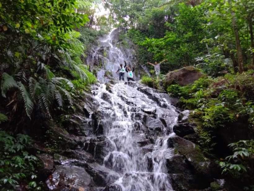 Keindahan obyek wisata air terjun Grojogan Asmoro di Desa Jarak Kecamatan Wonosalam Kabupaten Jombang - Foto: Evin Sudarwati